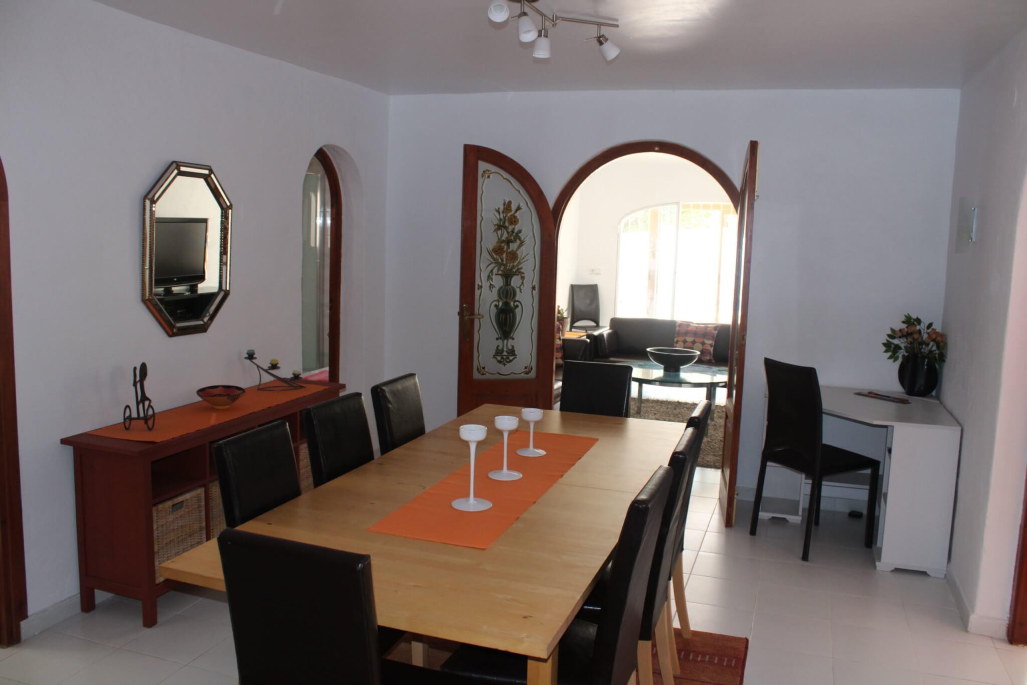 La salle à manger au centre de l'appartement